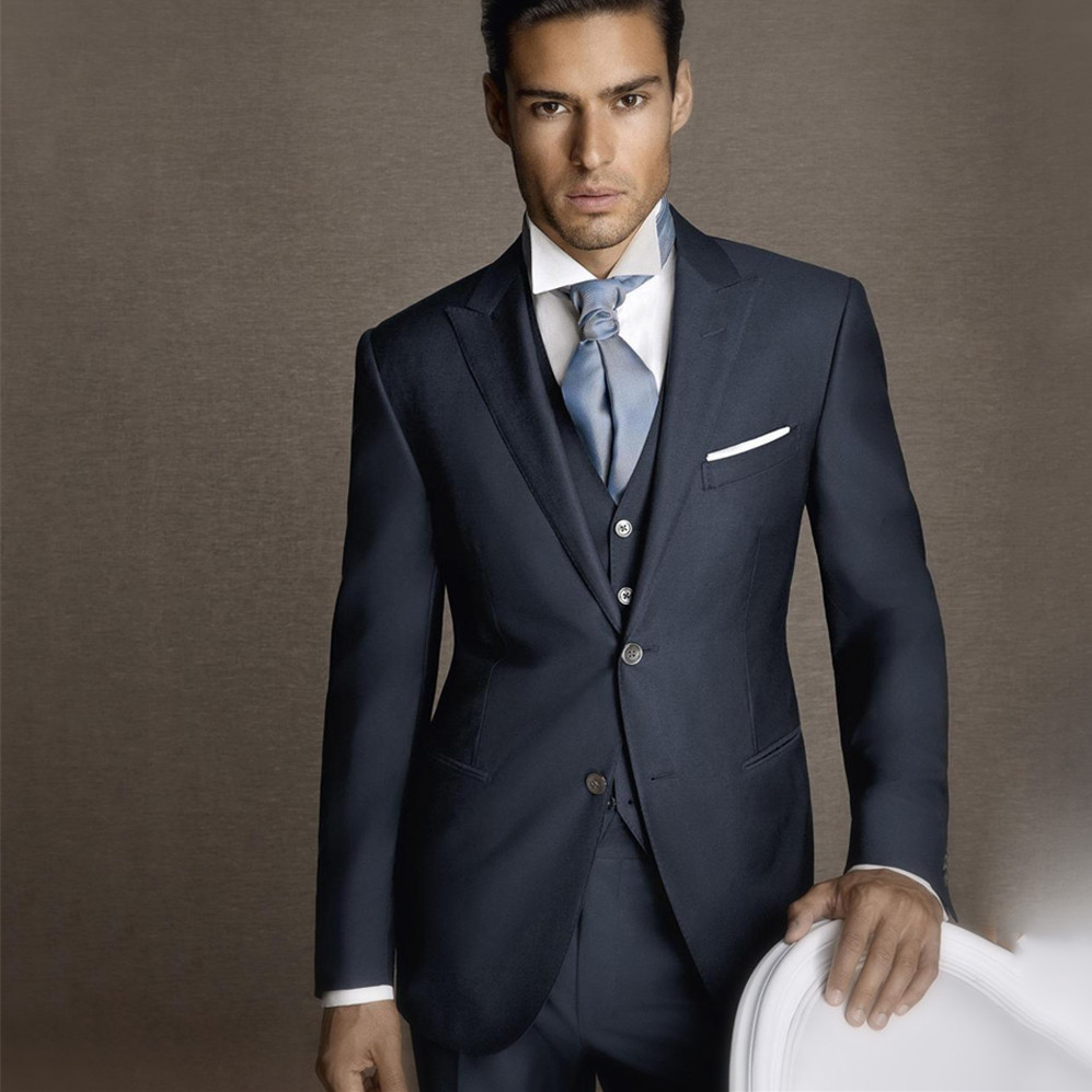 66fc8675b9 2018 últimos diseños de los hombres traje de 100% pura lana esmoquin azul  marino Formal moderno Simple de 3 unidades trajes de boda para los hombres