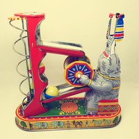 Adult Collection Retro Wind up toy Metal Tin Elephant play ball Mechanical toy Clockwork toy figures model kids christmas gift