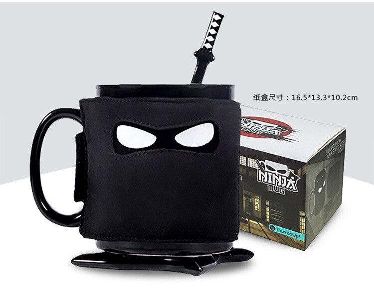 Gentile Creativo Assassinate Caffeina Voglie Ninja Tazza Maschera Nera Di Ceramica Tazza Di Caffè Con Il Cucchiaio Spada E Shuriken Coaster Pregevole Fattura
