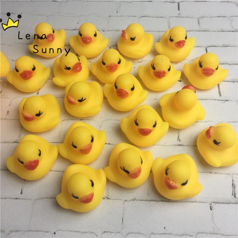 2000 unids/lote al por mayor 4,2*4*3,5 cm Mini pato de goma amarillo de Hong Kong juguete de baño de Pvc sonido flotante pato-in Juguete de baño from Juguetes y pasatiempos    2