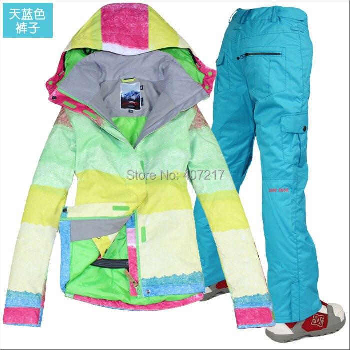 Prix pour 2015 femmes bleu de ski costume dames planche à roulettes costume couleur vive zone veste et pantalon bleu ensemble usure de neige vêtements de ski imperméable à l'eau 10 K