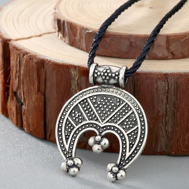 Colgante eslavo de luna creciente colgante Tricorn Lunula para mujeres amuleto de protecci n collar g