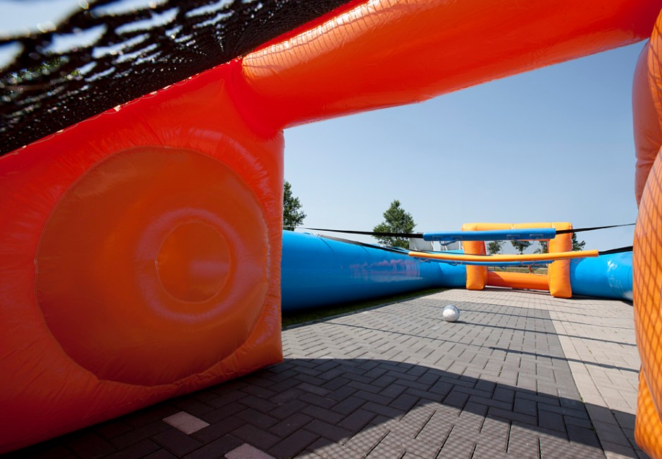 inflatable-human-table-soccer-blue-orange-2-940x652