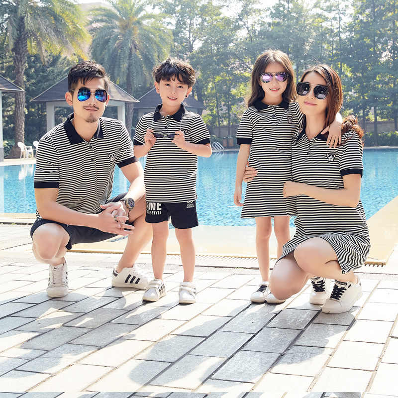 Bijpassende Familie Outfits 2019 Zomer Katoenen Gestreepte Moeder En Dochter Jurk Vader En Zoon T Shirts Familie Uitziende Kleding