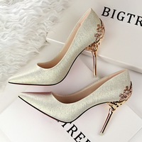 1723 1 Korean Fashion Sexy Shoes With Heels Carved Metal Fine Suede Shoes Wedding Shoes Asakuchi