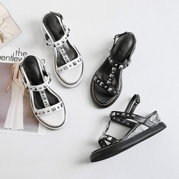 Roman sandals female summer flat bottom with thick bottom muffin wedge with 2019 new word buckle wild student tide.