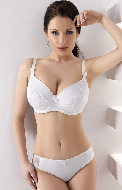 A well fitted bra can totally make or break an outfit—but figuring out how to measure your bra size is NOT easy. Here, a definitive (5-step) guide for how to measure your bra size at home. The.