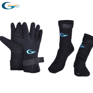 Yonsub 3mm Neoprene Scuba Diving Gloves+3mm diving socks Prevent Scratches Warming Snorkeling Equipment(China)