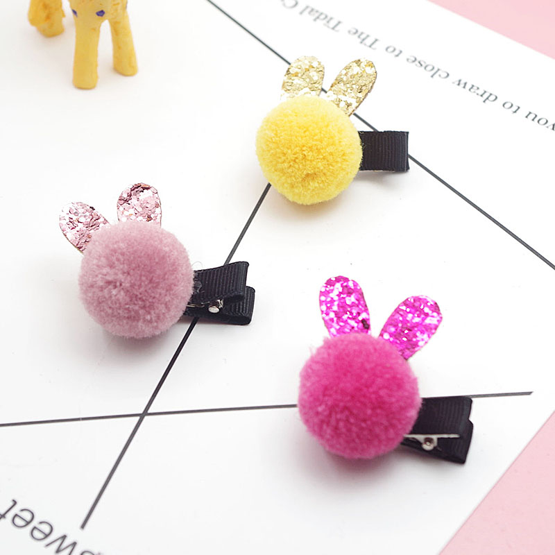 Купить с кэшбэком 1pc Hot Sale Christmas Present Girls Hairclips Cute Little Rabbit Candy Color PomPom Hairpins Children