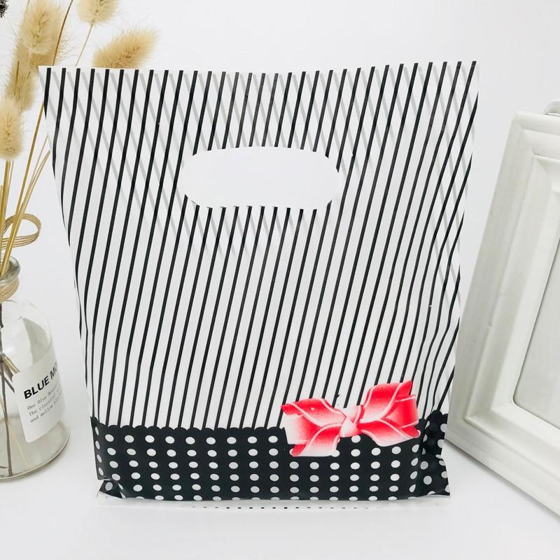 100PCS Black Striped Dot Wedding Plastic Gift Bag With Handle 20X25CM Christmas Gift Bag Jewelry Bag