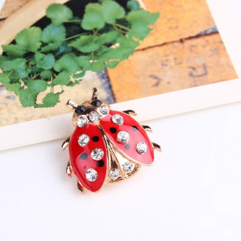 Dəbli yeddi ulduzlu Ladybug Brooch Lady gözəl və sevimli həşərat zərgərlik geyim cinslərinin topdan satış versiyası
