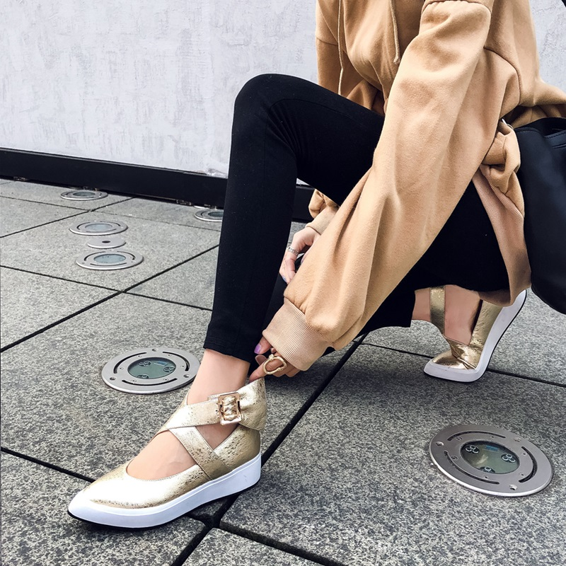 ZVQ vrouwen enkel gesp flats vrouwen wees teen lederen ondiepe lente schoenen vrouw nieuwe stijl wiggen casual schoenen 2019-in Platte damesschoenen van Schoenen op  Groep 2
