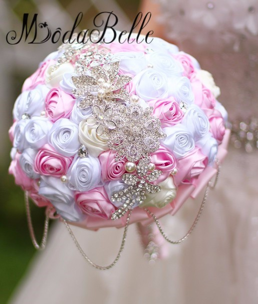 Bride-s-holding-flowers-New-arrival-Romantic-Wedding-White-pink-Rose-Bouquet-tassel-Rhinestone-chain-bridal (2)_conew1