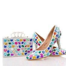 Handgemachte Bunte Kristall Hochzeit Schuhe Blau Strass Partei Prom Schuhe mit Passender Tasche Spitz Mittlere Ferse Brautschuhe