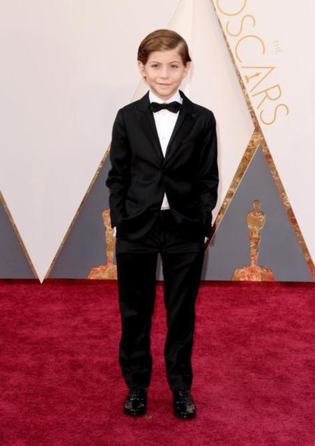 2016 Oscar Ternos Masculino personalizado bonito meninos homens magro Ternos formais Ternos Notch lapela crianças Ternos de Formal