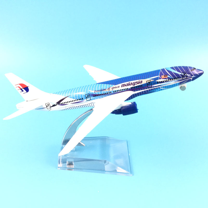 MALAYSIA AIRLINERS 16CM MALAYSIA 777 MODEL PLANE AIRCRAFT TOYS FOR CHILDREN AIRPLANE GIFTS ORNAMENT image