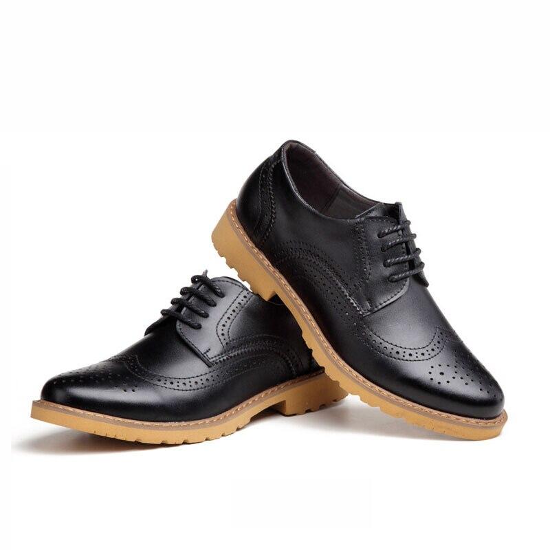 Calzado masculino moderno. Todos los hombres deberían actualizar su guardarropa con un par (o dos) de estas botas de vestir imprescindibles.