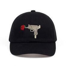 2018 caliente Uzi pistola Rosa béisbol Ak47 Snapback ee.uu. moda Casquette  Dad Hat algodón Unisex hueso de marque Headwear viser. fcc29db9f8b