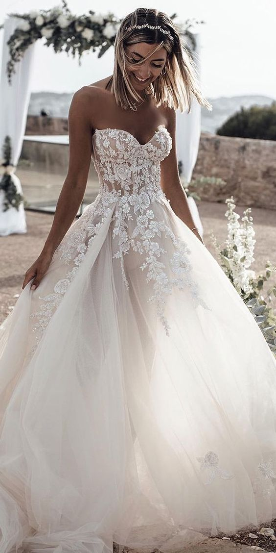 Sweetheart A Line Wedding Dresses Tulle Gowns 2019 Custom Made Appliques Bridal Dresses Open Back