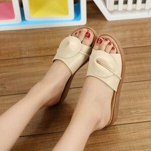 Image 3 - BEYARNE נשים סנדלי כפכפים כפכפים אופנה פלטפורמת סנדלי עור Wedeges נעלי עקבים חוף שקופיות נעלי נעליים