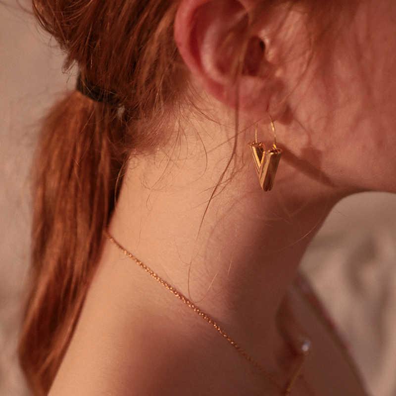 LWONG 2018, pendientes con iniciales en V de Color dorado a la moda para mujer, pendientes de aro en V geométricos, pendientes sencillos minimalistas, joyería de uso diario