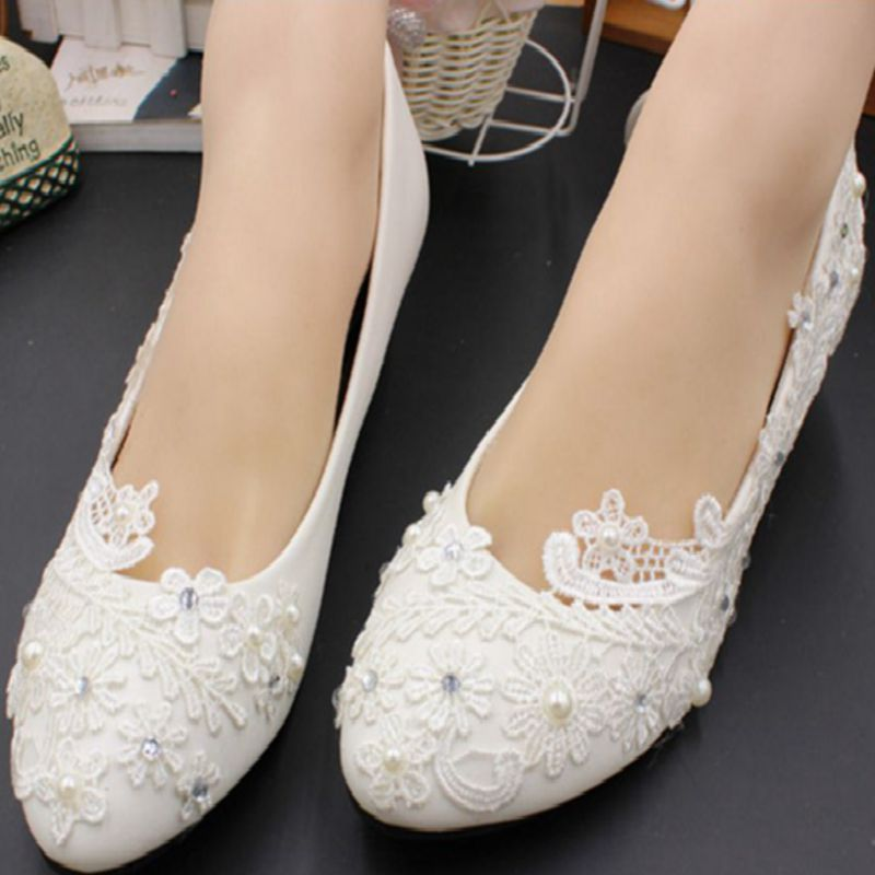 Low heel 3cm heel ivory lace wedding shoes woman sweet pearls handmade pearls brides small heel wedding shoes lady party pumps women wedding shoes flat heel round toes plus size bride shoes lady female sweet lace pearls proms dress evening party shoes