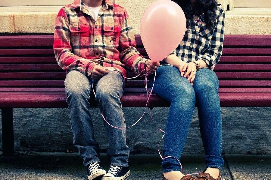 Девушки попами сидят на надувные шары смотреть онлайн в hd 720 качестве  фотоография