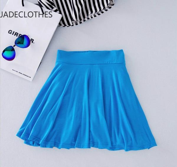 ветер раскрывает синий юбка и трусики фото