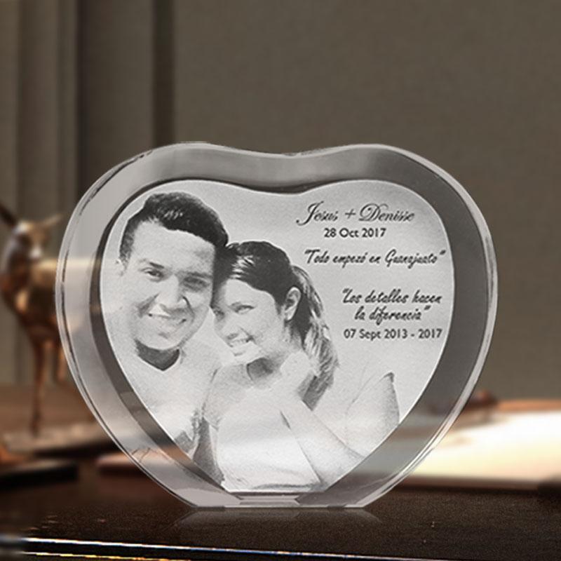 Personalizado en forma de corazón Grabado con láser Álbum de fotos de cristal Familia Marco de fotos de boda para el Día de San Valentín Regalos de aniversario