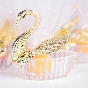 Image 2 - 50 stück Acryl Hochzeit Favor Swan Boxen Bomboniere Candy Box Geschenk Boxen