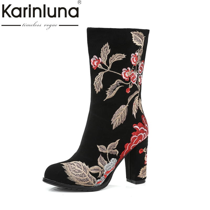 KAIRNLUNA Одежда высшего качества зимние сапоги больших размеров (34–43) Для женщин Этническая Стиль вышивка корова замши женская обувь на высоко...