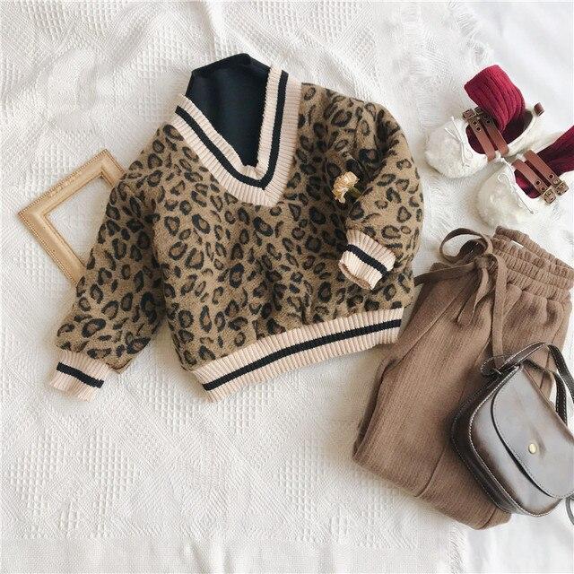 2018 冬の新到着の韓国語バージョンの綿の v 襟フェイク 2 ヒョウ印刷 plushed と肥厚ためファッション女の子