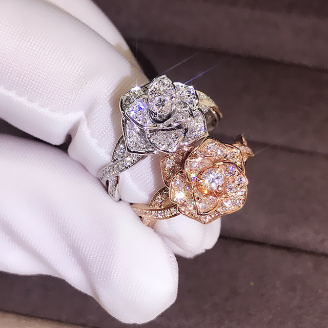 Luxury Big Rose Flower Ring Cute Boho Female Rose Gold Engagement Ring Vintage Party Wedding Band Rings For Women Jewelry Gift Leather Bag
