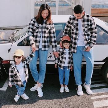 Rodzina pasujące ubrania wiosna jesień matka ojciec dziecko czarny i czerwony przyczynowy Casual Plaid ubrania rodzinne dla mamy i córki pary pasujące ubrania tanie i dobre opinie the couple pig CN (pochodzenie) Koszulki Na co dzień Pełna Pasuje prawda na wymiar weź swój normalny rozmiar COTTON