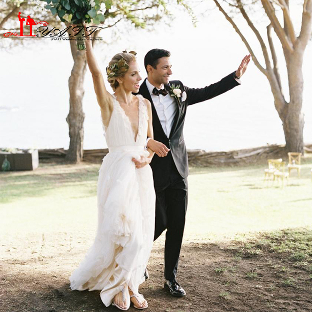 Rustikale Hochzeit Kleider Traumhafte Tiefem V ausschnitt Backless ...