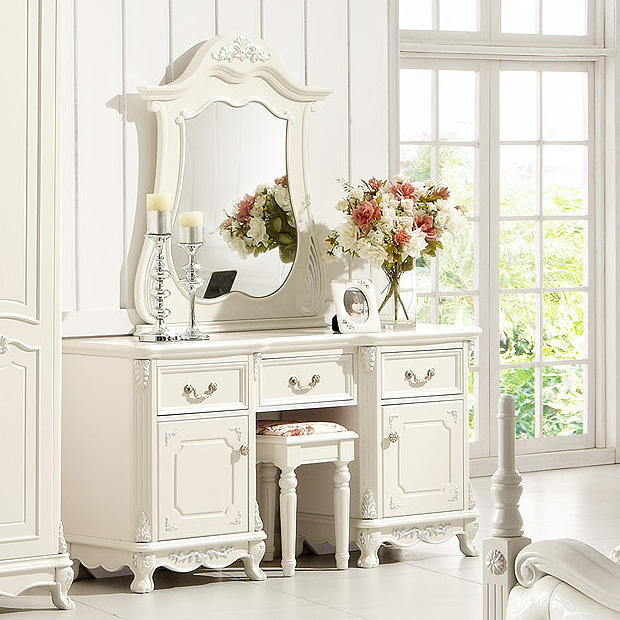 Country style dressing table