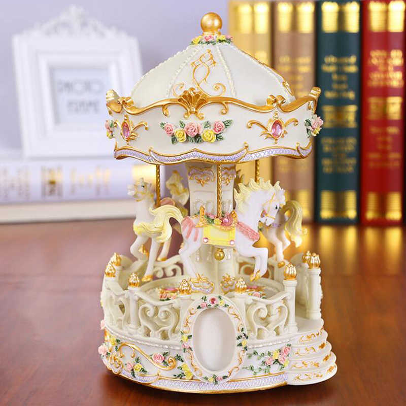 European Arts Flashing LED Light Resin Carousel Music Box Kids Girl Birthday Christmas Gift Toy Wedding Home Decoration Crafts
