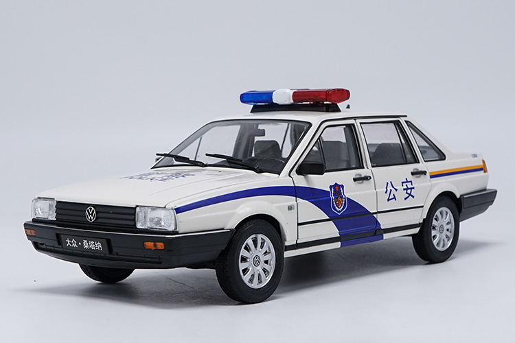 1:18 Diecast Model for Volkswagen VW Santana Classic China Police Alloy Toy Car Miniature Collection Gifts T2 масштаб 1 18 vw volkswagen santana 2015 гран diecast модель автомобиля оранжевый
