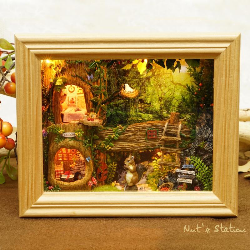 CUTEBEE DIY casa de muñecas de madera casas de muñecas miniatura casa de muñecas muebles Kit de juguetes para niños de regalo loca estación muñeca casas W006