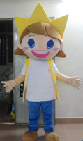 Zon geel lad jongen mascotte kostuum met orange haren korte zwart brows grote mond kleine ogen oren volwassen size