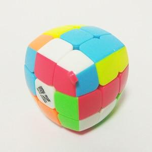 Image 3 - QiYi מיני Keychain לחמניית קוביית 3x3x3 תליון שרשרת מפתח טבעת מיני קסם קוביית 3x3 קטן מהירות קוביית פאזל צעצועים לילדים למתחילים