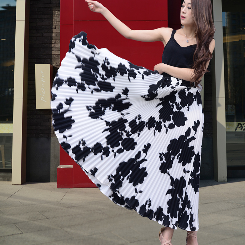 2017 New Summer White Color Floral Large Swing Long Pleated Skirt Women Bohemian Beach Skirt Fashion Chiffon Maxi Saia