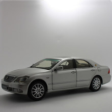 1:18 Toyota Crown 180 Royal Diecast Toy 12th Generation Vehicle Metal Miniature Model Car Kits 2007 2008 2009