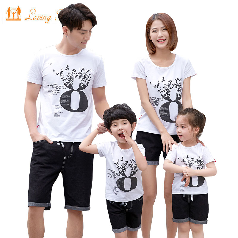 9d28be436ec65 Family Matching Clothes 2019 Summer Father Son Mother Daughter Family Look T -shirt Jeans Shorts Set Fashion Family Clothing