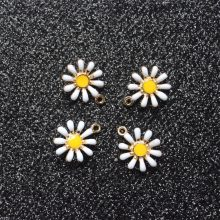 Wholesale 20PCS Beauty Lady Jewelry Gold Tone Sunflower Great Enameled Daisy Shape Alloy Charm Necklace Pendants Jewelry Crafts(China)