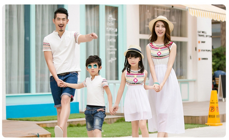 HTB14KOKfMnH8KJjSspcq6z3QFXaF - Summer Family Matching Outfits Ethnic Style Mother Daughter Beach Dresses Father and Son White T-shirt Family Clothing Sets