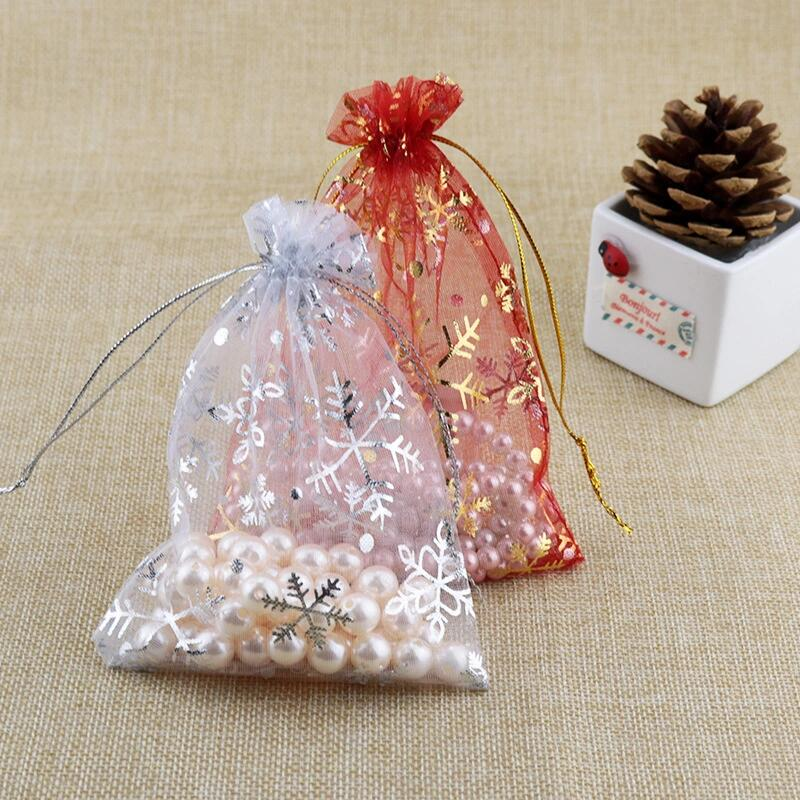 50pcs/lot 7x9cm 10x14cm 13x18cm Drawstring Organza Bags with Silver Snowflake Printed Jewelry Packaging Bags for Christmas Party