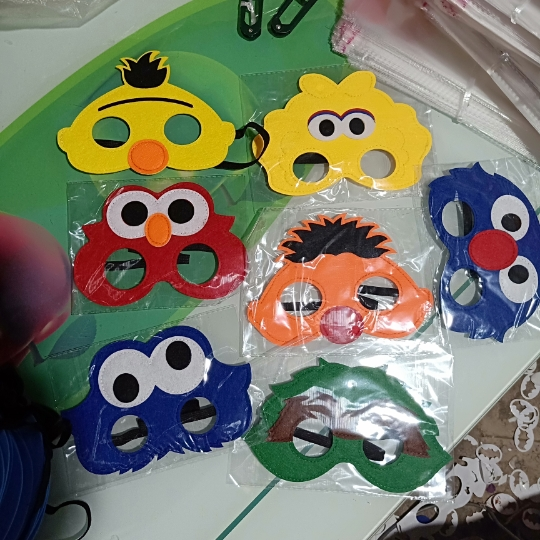 Us 77 20 Off7pcsset Seasame Street Costumes Felt Masks Boys And Girls Elmo Birthday Party Christmas Decorations Halloween Costume In Party Masks