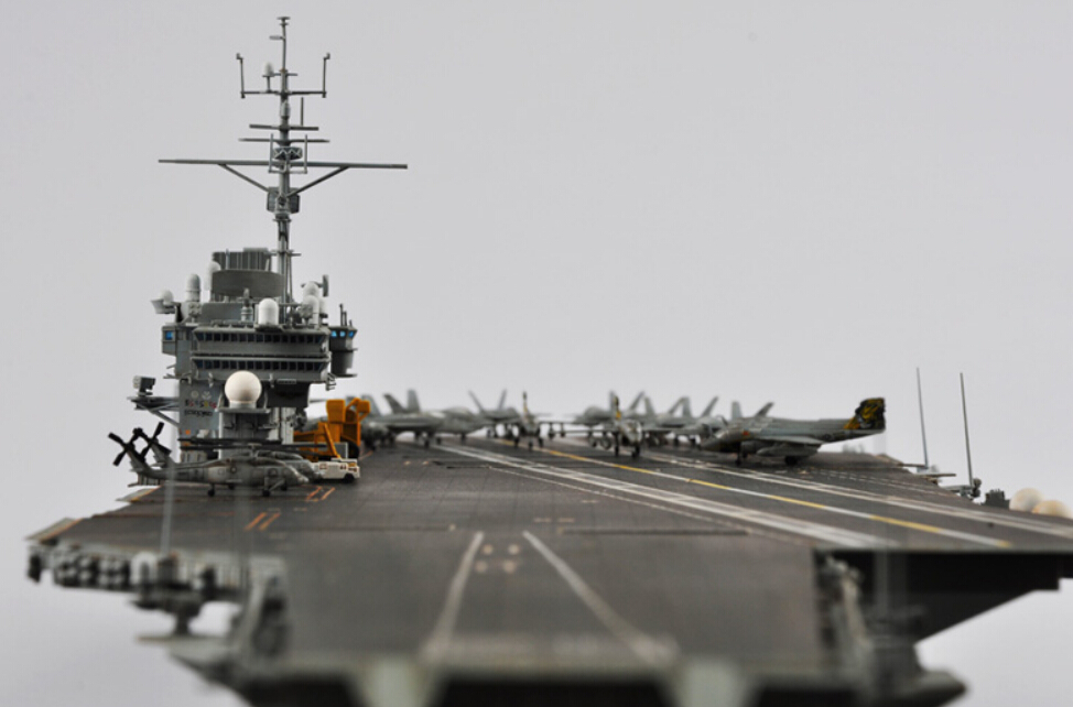 Academia 1/800 escala 14210 U.S.S. CV 63 Kitty Hawk portaaviones Kit ...