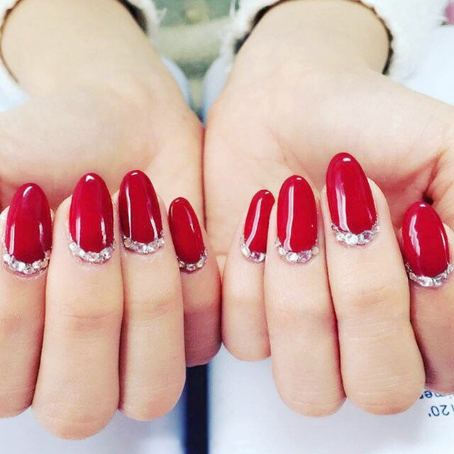 Vintage Chinese Red With Simple Diamond Decoration Uv Gel False Nails Cute Round Fake